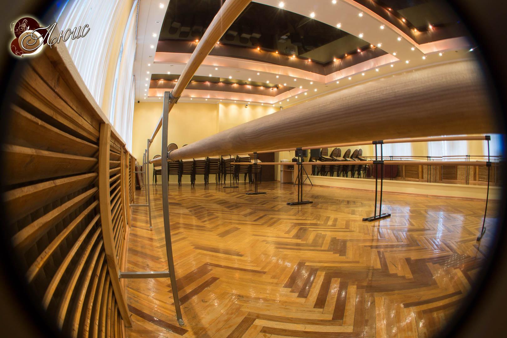 Золотой зал студии ЛЮИС идеален для танцев и хореографии